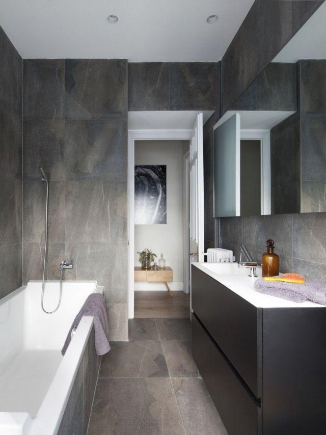 ideen kleine bäder badewanne fliesen matt steinoptik schwarzer waschtischschrank