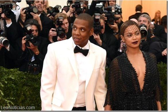 A Jay Z le gustó un champán de 300 dólares, así que compró la empresa que lo produce  - http://www.leanoticias.com/2014/11/12/a-jay-z-le-gusto-un-champan-de-300-dolares-asi-que-compro-la-empresa-que-lo-produce/