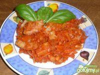 Ryba po Grecku. Rybę omyć podzielić na 3-4 części i usmażyć na rozgrzanym oleju. Osolić. Obrane i umyte warzywa pokrajać w... Sprawdź!