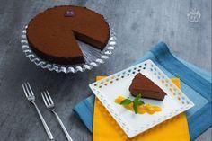 Il re del cioccolato, Ernst Knam ha preparato la torta Afrika, un dolce interamente al cioccolato con una base di marquise e una ricca mousse!