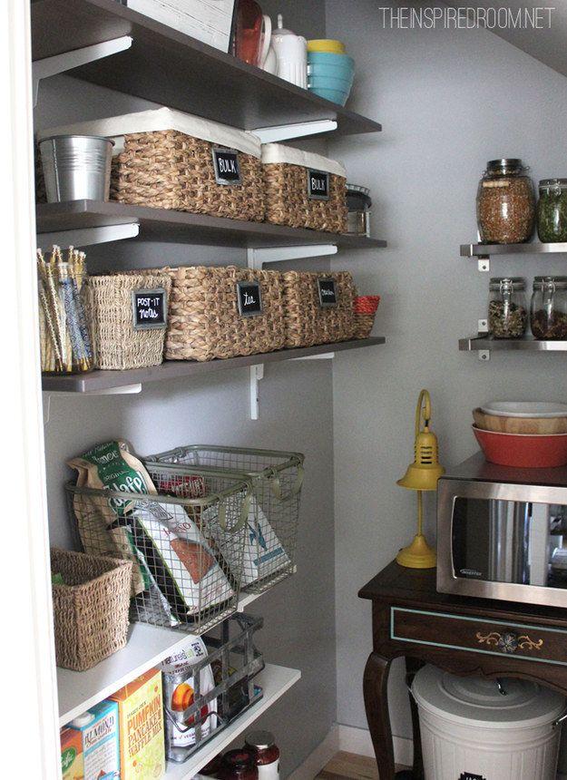 17 mejores ideas sobre organizar la peque a despensa en for Estantes para cocina pequena