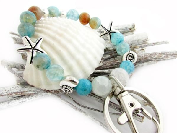 This pretty keychain bracelet is stylish and functional too. This can be used for so many thing, keys, ID, or anything you do not want to lose. A starfish keych