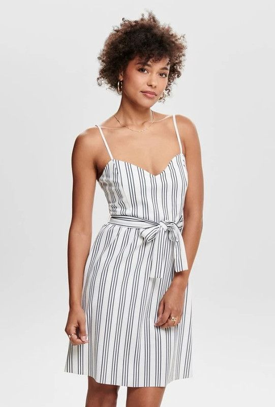 Les Plus Jolies Robes A Bon Prix A Partir De 14 99 Chatelaine Fashion Casual Dresses Dresses