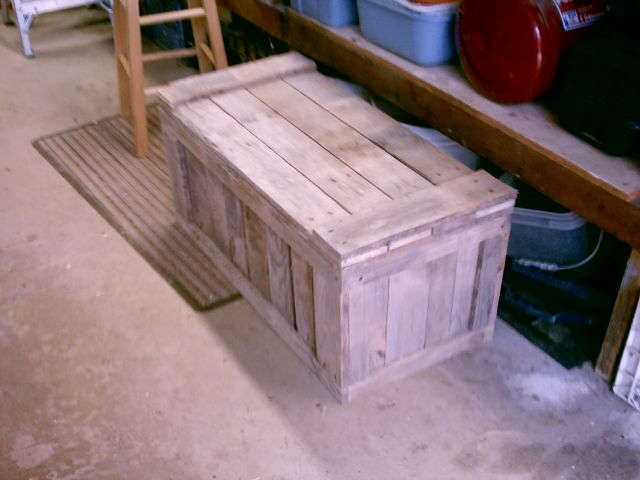pallet-trunkPallets Chest, Pallets Trunks, Toys Boxes, Recycled Wood, Storage Chest, Wood Pallets, Homesteads Survival, Recycle Wood, Pallets Projects