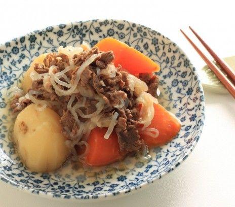 Nikujaga - Przepisy.Tradycyjne japońskie danie z ziemniaków i mięsa podawane w okresie jesienno-zimowym. W Japonii serwuje się je z ryżem i zupą miso. Nikujaga to przepis, którego autorem jest: Magda Gessler