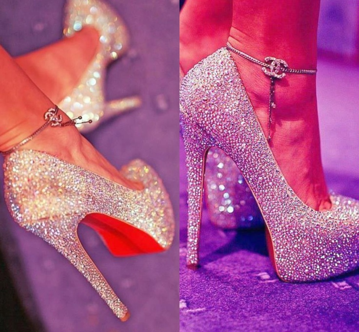 I wonder if I can wear these to work!Gold Glitter, Foot Wear, Heels Fashion, Fashion Glitter, High Heels, Christian Louboutin, Sexy Shoes, Walks In, Perfect Heels