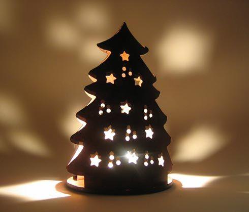 leuchtende teelichtlampe weihnachtsbaum motiv aus salzteig nach trocknen mit acryl bemalen und. Black Bedroom Furniture Sets. Home Design Ideas