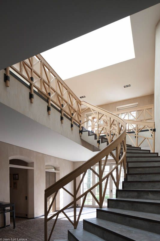 Concrete and metal staircase #surfaces #staircases #designer #interiordesigner #interiordesigners #bespoke #homes #design #homedesign #metal #concrete