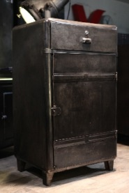 meuble industriel d 39 atelier deco loft meuble industriel vintage de renaud jaylac pinterest. Black Bedroom Furniture Sets. Home Design Ideas