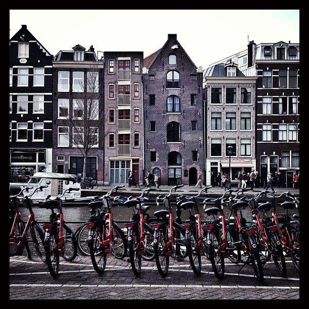 Stijlvol en luxueus, de nieuwe Andaz Amsterdam Prinsengracht heeft allebei met daarbij een strategische locatie in Amsterdam. In het hart van deze fascinerende smeltkroes van verschillende levensstijlen, gewoonten, tradities en erfgoed, opent de nieuwe Andaz Amsterdam Prinsengracht hotel zijn deuren. Omringd door de unieke culturele scene van de levendige Jordaan biedt de 122-kamers tellende hotel niet alleen een plek om thuis te komen en te ontspannen, maar een inspiratieplek.