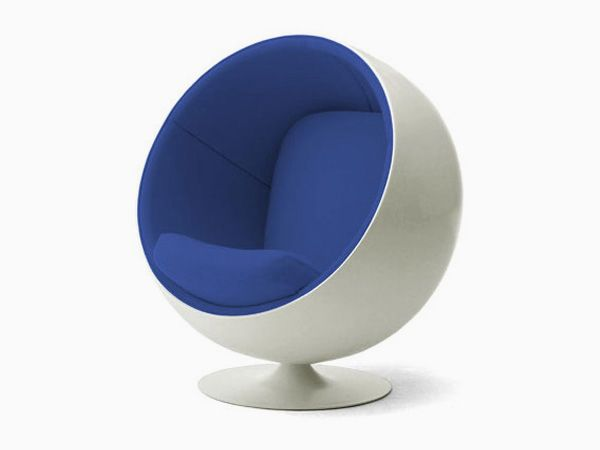 Designed back in 1968 by the pioneering Finnish designer Eero Aarnio, the ball chair, otherwise referred to as the globe chair, is a superb example of Aarnio's create use of plastics and fiberglass in industrial design. This iconic piece of furniture design oscillates between considered functionality and funky, space age design. The sphere shape of the chair presents an unconventional edge whereas the chair itself will add a touch of contemporary genius to any retro themed home.Globes Chairs, Chairs Eero, Finnish Design, Interiors Design, Pioneer Finnish, Eero Aarnio Ball Chairs Jpg, Ultimate Chairs, Design Eero