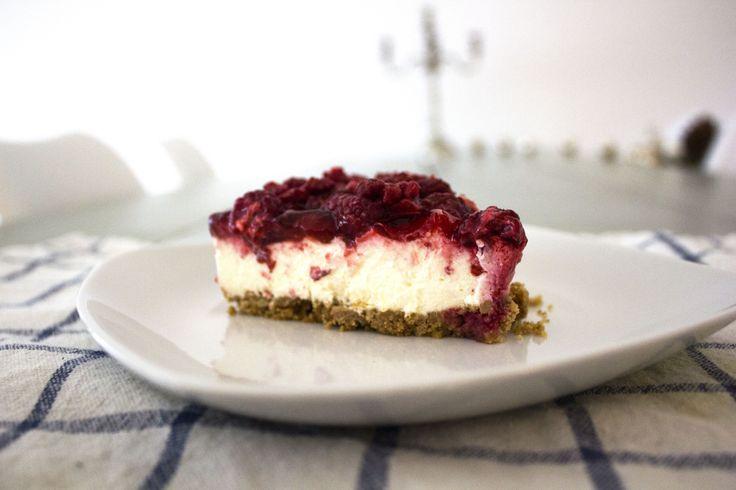 Cheesecake med ripsgelé og hindbær