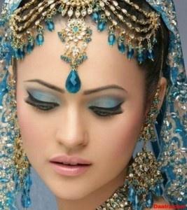 Matha Patti And Tikka: Cats Eyes Makeup, Indian Weddings, Eyes Makeup Tips, Bridal Eyes Makeup, Bridal Makeup, Bridal Fashion, Indian Bridal, Makeup Design, Makeup Idea