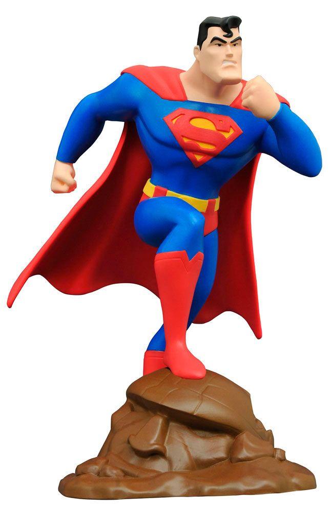 Estatua Superman 23 cm. Superman: la serie animada. Diamond Select  Bonita y conseguida estatua con la apariencia del personaje del popular héroe Superman de 23 cm, visto en la serie de éxito Superman: la serie animada, fabricada en material de PVC y 100% oficial y licenciada.