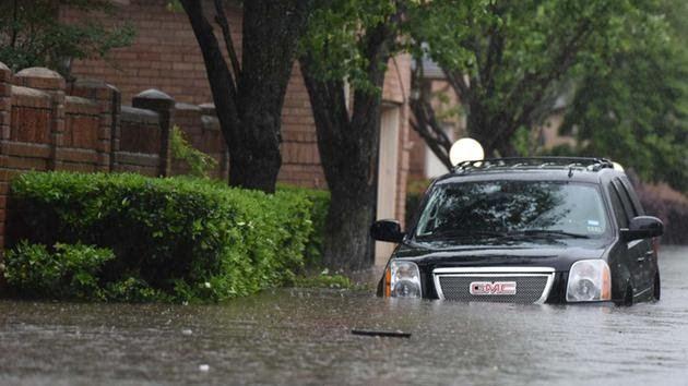 Τέξας: Ακραία καιρικά φαινόμενα προκαλούν προβλήματα στους οδηγούς