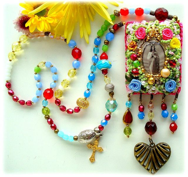 Sara Kali, um colar perfumado by Lidia Luz, via Flickr