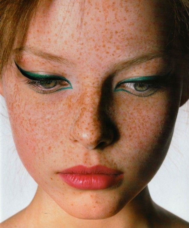 How awesome is this green liner?: Face, Cat Eye, Eyeliner, Makeup, Green, Redhead, Beauty, Freckles, Hair