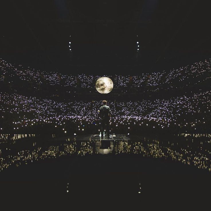"12.4 mil Me gusta, 563 comentarios - Shawn Mendes (@shawnmendes) en Instagram: ""Night 1 in London. Thank you so so much x"""