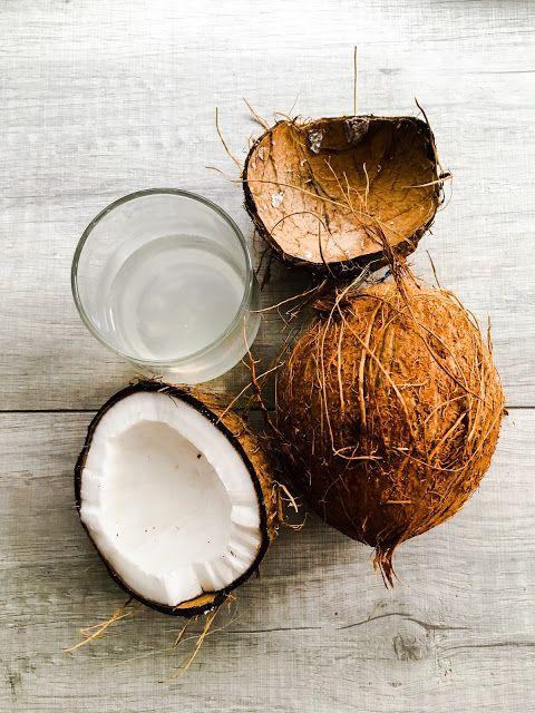 szczypta smaQ: Jak kupić i zjeść kokos - superfood na co dzień