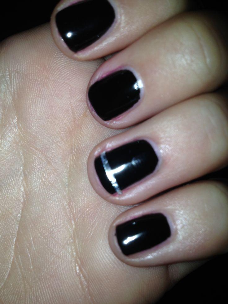 Su unghie corte smalto Kiko nero con strisciolina argentata. (ho usato la carta stagnola)