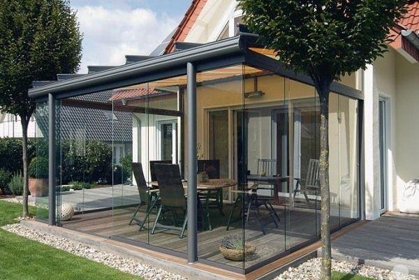 baie vitrée avec portes coulissantes pour la terrasse en bois