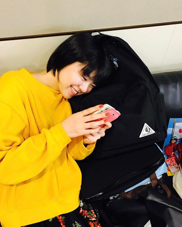 いいね!196件、コメント5件 ― @negicco_officialのInstagramアカウント: 「携帯チェック中のMegu@4/28東京  #Negicco #Megu」
