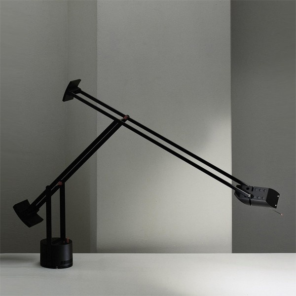 24 best images about oficinas on pinterest industrial for Artemide lamparas de mesa