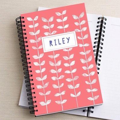 Una revista personalizada para la mamá?  Hacer uno para ella en un instante: su nombre + mi diseño.  30% de descuento en Tiny día de hoy Prints.com .Last