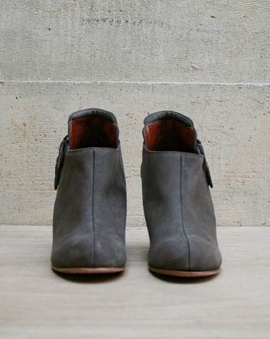 perfect warm gray colored boots