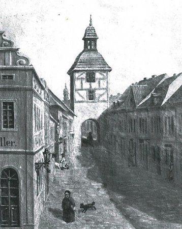 Ve spodní části Kamenné ulice  ukřižovatky sdnešními ulicemi Na Příkopech a Hálkova  stála jedna zbran- zbořena roku 1838