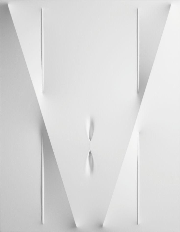 Agostino Bonalumi Bianco, 2012, tela estroflessa e acrilico, cm 90 x 70
