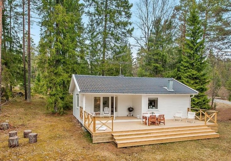 Right now I'm showing you a 613 sq. ft. small house in the woods of Sweden. It has two bedrooms and one bathroom all on one single level so there are no lofts.