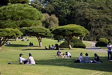 Shinjuku Gyoen. Shinjuku Gyoen National Garden (新宿御苑 Shinjuku Gyoen?) is a large park with an eminent garden in Shinjuku and Shibuya, Tokyo, Japan. It was originally a residence of the Naitō family in the Edo period. Afterwards, it became a garden under the management of the Imperial Household Agency of Japan. It is now a park under the jurisdiction of the national Ministry of the Environment.