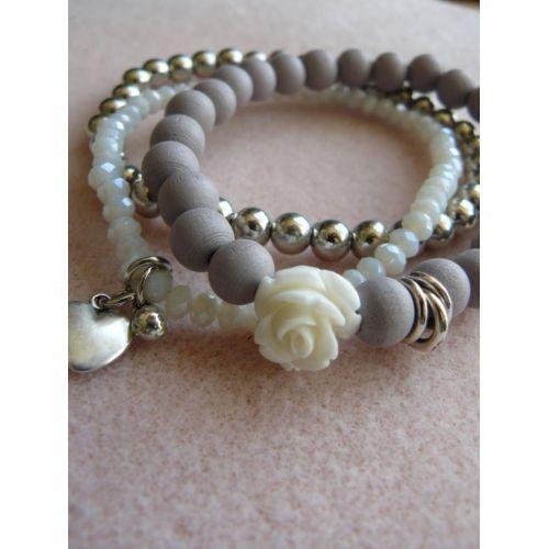 Set armbandjes; lila grijs hout, wit facet geslepen glas en zilverkleurig.