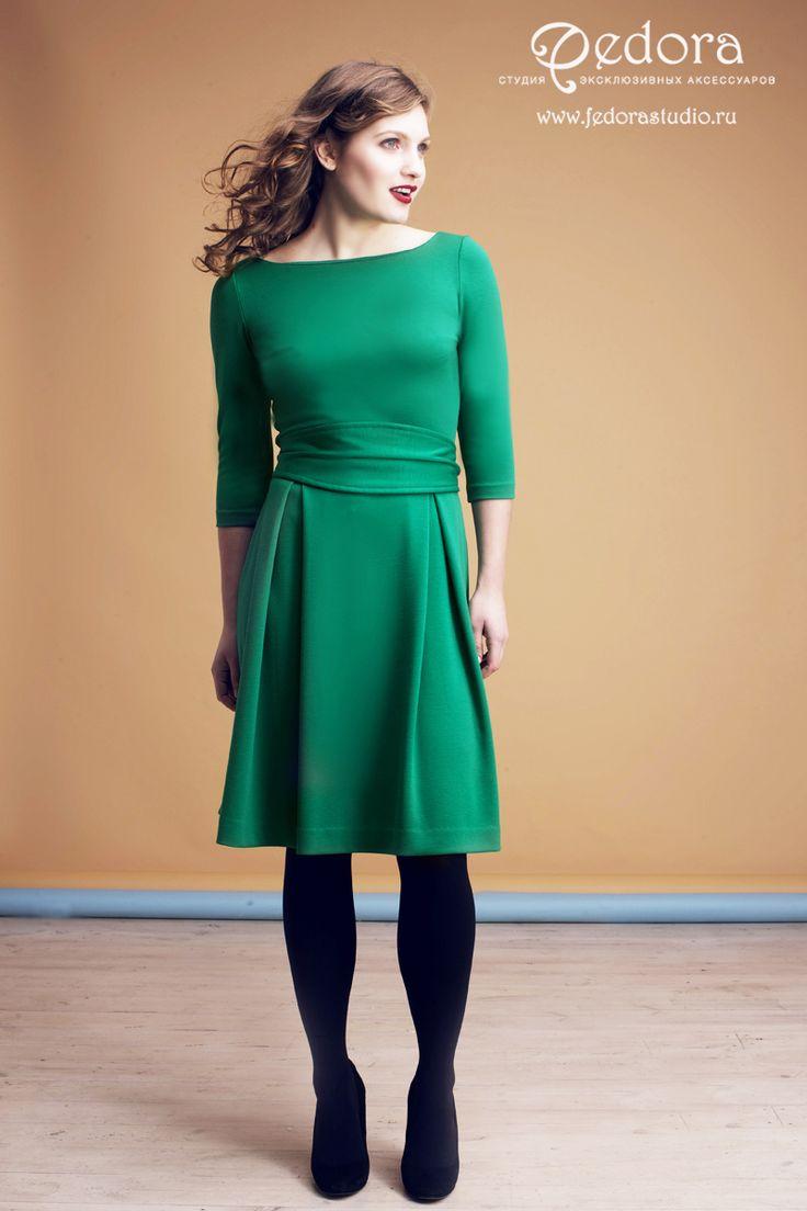 Платье Шанталь благородного зелёного цвета! Великолепное базовое платье! Рукав 3/4. Красивая струящаяся юбка и эффектный пояс - кушак! Состав вискоза. Мягкий и приятный трикотаж. Размер 42-48.   5500 руб.