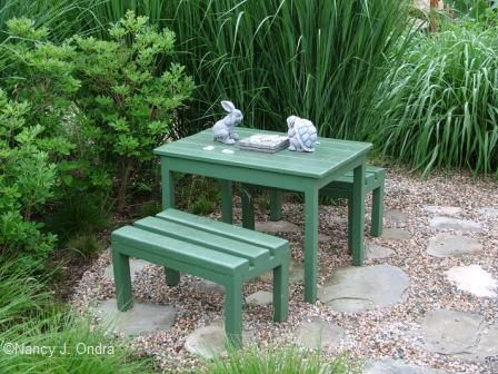 mini picnic table in courtyard early july 05