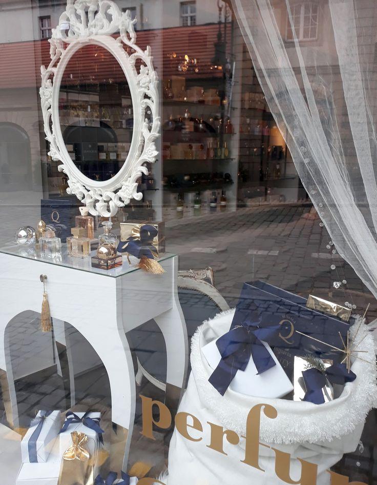 Perfumeria Quality's window display for the Holiday Season -…#christmasdecoration 2017 #perfumeriaquality #nicheperfume