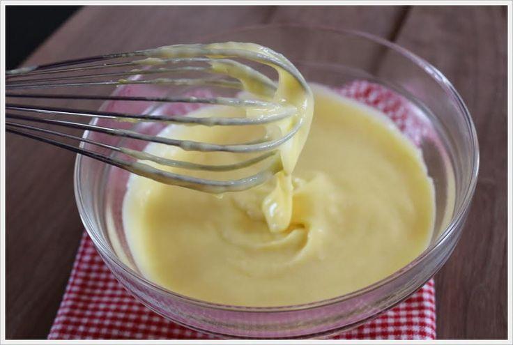 Crema pasticcera: ricetta base per dolci e pasticcini fatti in casa - http://www.chizzocute.it/crema-pasticcera-ricetta-base-per-dolci-e-pasticcini-fatti-in-casa/