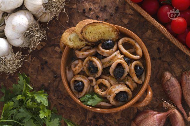 Ricetta Calamari alle olive - Le Ricette di GialloZafferano.it