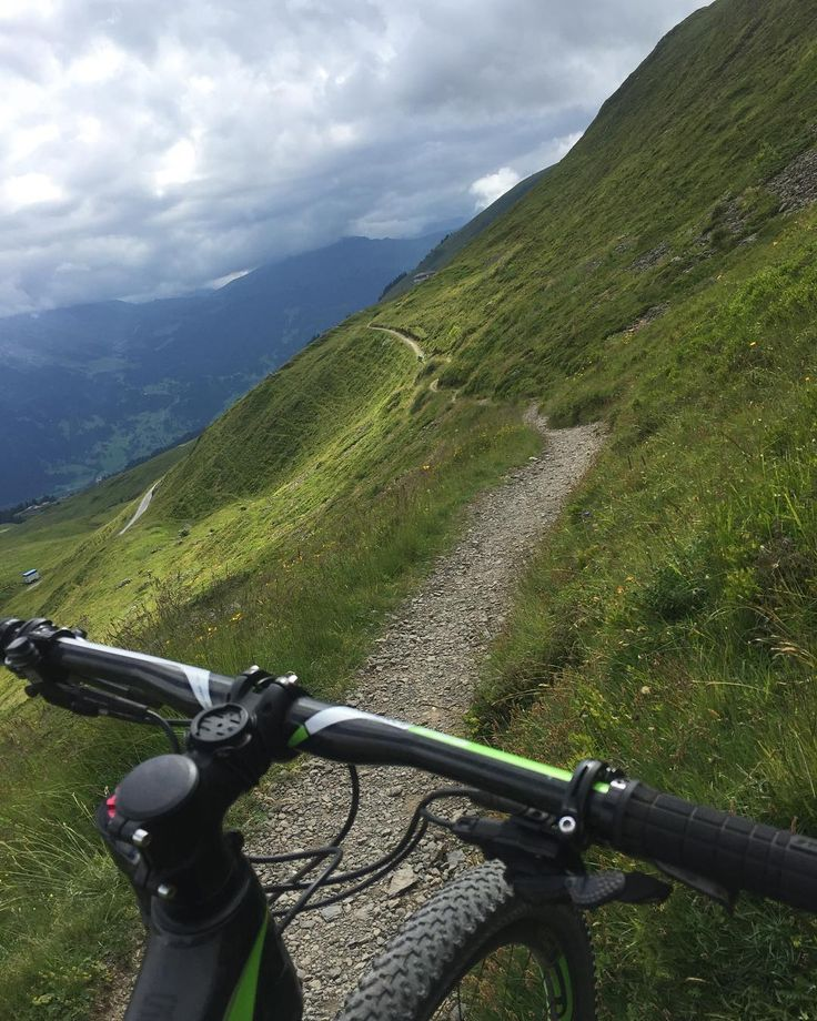 Listening to the radio and the commuter traffic news while looking at this - sorry city people.  #stauinfo @srf3 #trafficjam #trail #topspot #allalone #mtb #bike #cannondale