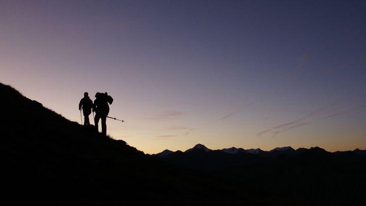Morgendliche Stimmung während einer Sonnaufgangswanderung im Dreiländereck