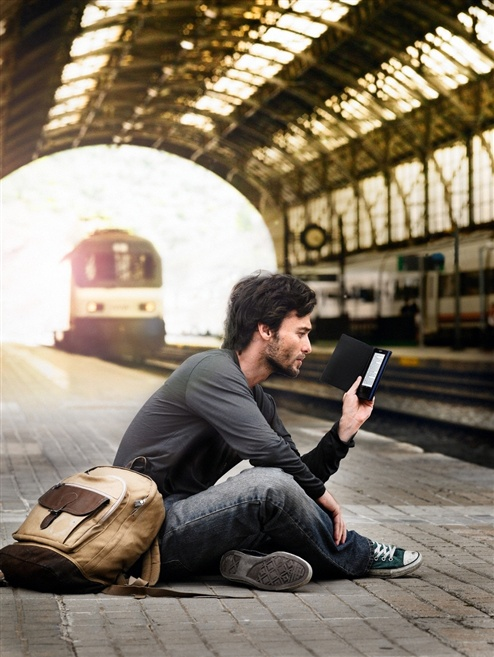 Con gli #eReader #Sony potete creare una biblioteca con centinaia di titoli che potete portare con voi in metropolitana o in viaggio, quando lo spazio in valigia è preziosissimo.: