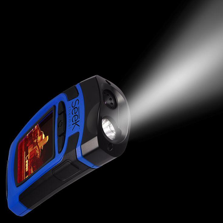 Seek Thermal Reveal - Wärmebildkamera Zwei in eins Reveal kombiniert eine fortschrittliche Wärmebild-Kamera mit einer starken LED Beleuchtung mit 300 Lumen.   Warum die integrierte Taschenlampe ? Reveal sieht bei Finsternis, Ihr Auge aber nicht ! ...