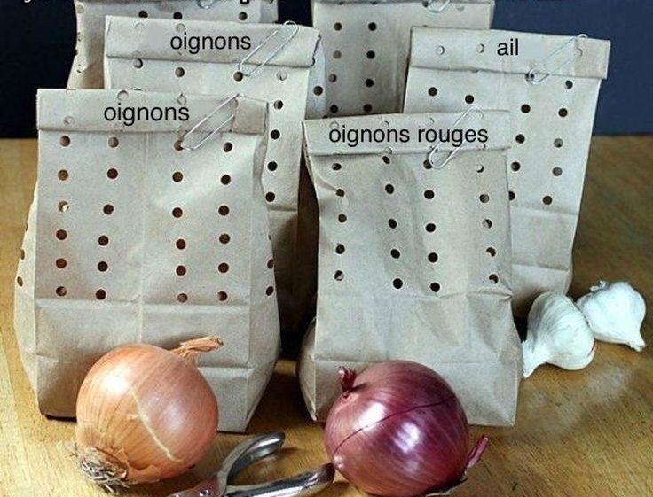 Si vous avez des problèmes à conserver votre ail et vos oignons, essayez ce truc, ça va vous permettre de conserver vos aliments plus longtemps, de sauver de l'argent et de jardiner plus efficacement. :)