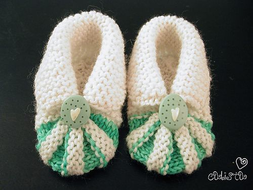 I made these shoes as my friend's baby shower gift based on the pictures of FO's and the progress shots on Ravelry, since I cou...