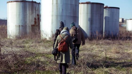"""Un gruppo di artisti ha trasformato dei luoghi """"indecisi"""", disabitati, in spazi artistici senza pareti o cancelli"""