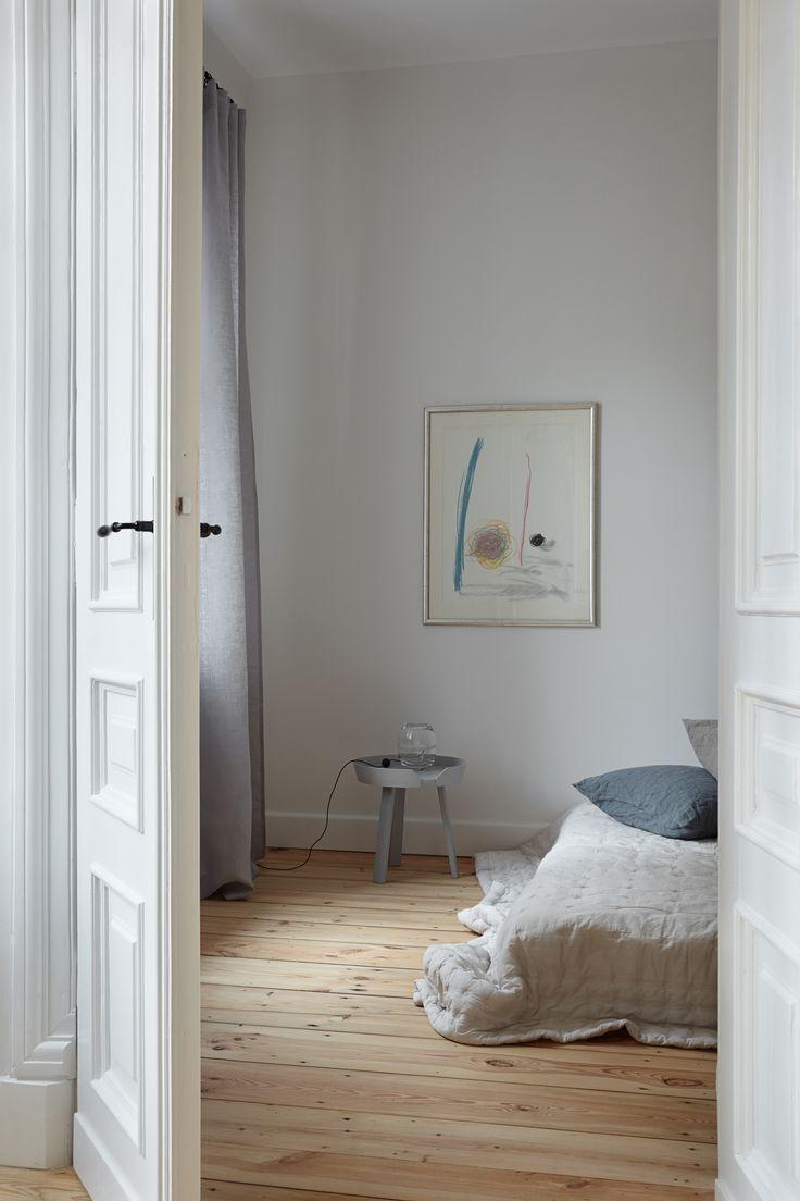 INTERIOR DESIGNER & STYLIST: Agnieszka Suchora / PHOTOGRAPHY & POSTPRODUCTION: Jola Skóra // night table in bedroom: Muuto   NAP / transparent lamp: Avocado, proj. T. A. Rudkiewicz   TAR / bedspread and pillow: NAP / painting: Andrzej Dudziński