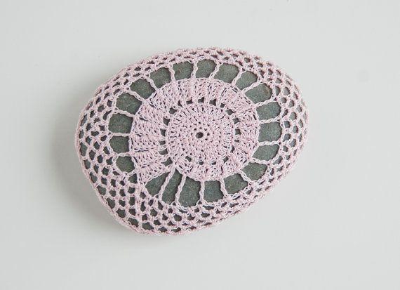 Crochet Lace Stone // Rustic Beach // Shell di TableTopJewels