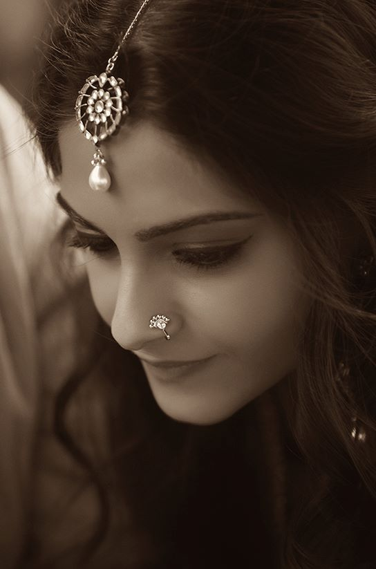Sonam Kapoor wearing indian jewellry. Nose Stud & Mang Tikka.