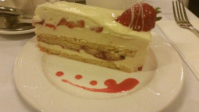 Strawberry sponge @ Hopetoun Tearooms